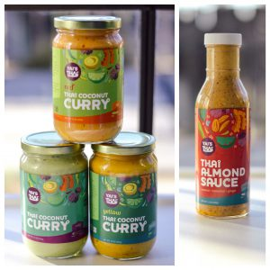 844525619.curries.and.almond.sauce
